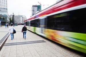 Straßenbahn im Bankenviertel von Frankfurt am Main